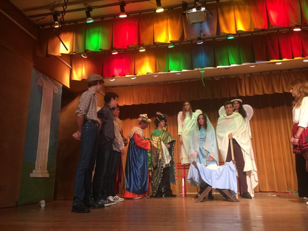 Los alumnos y profesores, de secundaria y Bachillerato celebramos la Navidad...