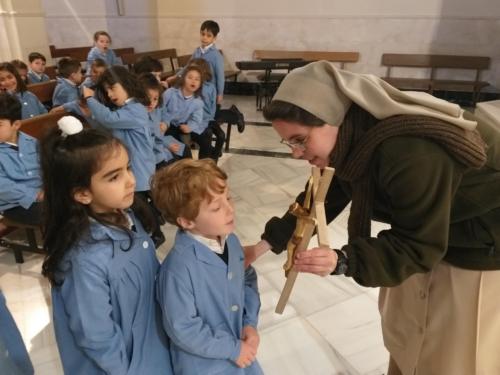 Veneración de las reliquias de la Beata Madre Carmen del Niño Jesús